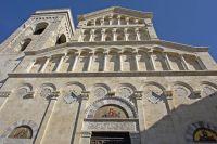 1200px-Cagliari_kathedrale_fassade01